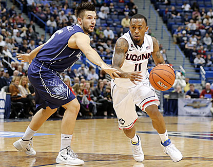 Ryan Boatright scores a team-high 17 points to lead UConn past Maine for the Huskies' ninth straight win to start the year. (USATSI)