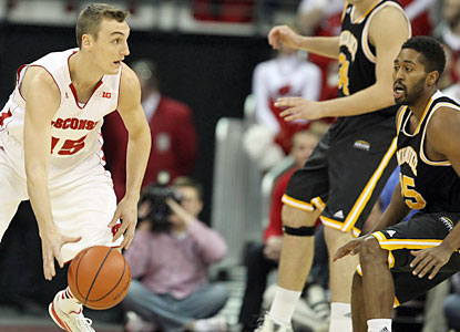 Wisconsin sophomore forward Sam Dekker fills up the stat sheet with 12 points, eight boards and six assists. (USATSI)