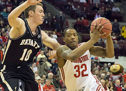 Lenzelle Smith Jr. leads the way for the Buckeyes with a game-high 19 points against Bryant. (USATSI)