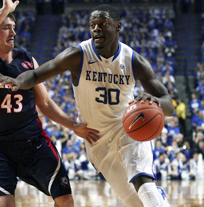 Julius Randle drives to the basket for a pair of his career-high 29 points in Kentucky's 93-80 win over Belmont. (USATSI)