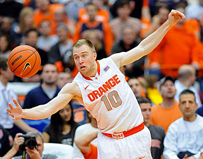 Trevor Cooney scores a team-high 21 points as unbeaten Syracuse hands Villanova its first loss of the season. (USATSI)