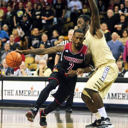 UCF can't stop Russ Smith from having a big game. The Louisville star scores 24 points and adds nine assists.  (USATSI)