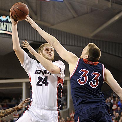 Gonzaga sophomore Przemek Karnowski makes his presence felt in the paint with 15 points, eight boards and seven blocked shots.  (USATSI)