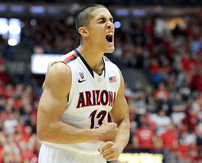 Nick Johnson (24 points) helps the top-ranked Wildcats to their best start since 1931-32. (USATSI)