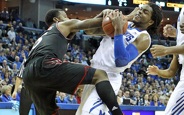 Cincy's man-to-man defense holds Memphis to just 33.3 percent shooting. (USATSI)