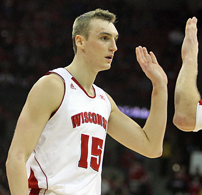 Sam Dekker and the Badgers do just enough to pull out the win against the Hawkeyes in Madison. (USATSI)