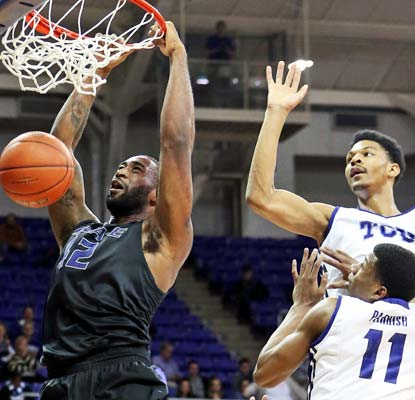 Thomas Gipson throws down two of his 19 points for the Wildcats in their first game as a Top 25 team this season.  (USATSI)