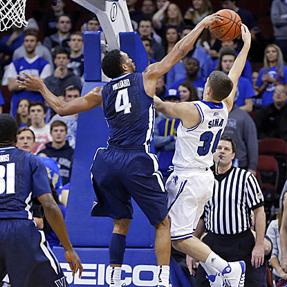Villanova's Darrun Hilliard, who scores 19 points, blocks a shot attempt by Seton Hall's Jaren Sina. (USATSI)