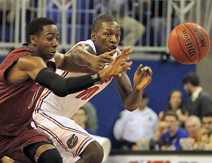 Dorian Finney-Smith (eight points) helps the Gators tie a school mark with their 24th straight home win. (USATSI)