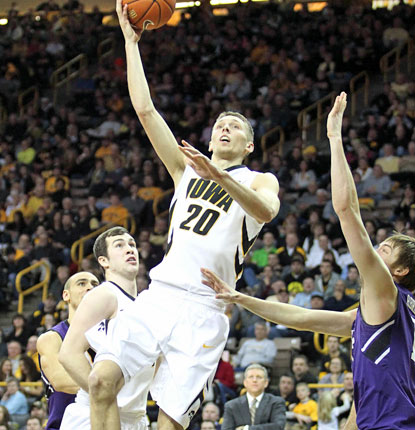 Iowa's Jarrod Uthoff attacks the lane in the Hawkeyes' easy victory over visiting Northwestern.  (USATSI)