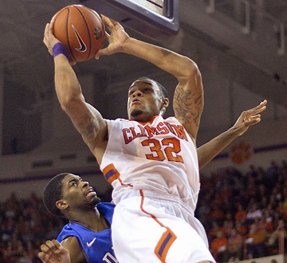 K.J. McDaniels leads all scorers with 24 points as Clemson hands Duke its second straight ACC road loss. (USATSI)