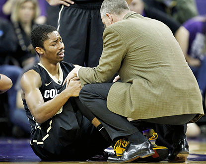 Colorado loses its leading scorer Spencer Dinwiddie, who buckles his left knee late in the first half and does not return. (USATSI)