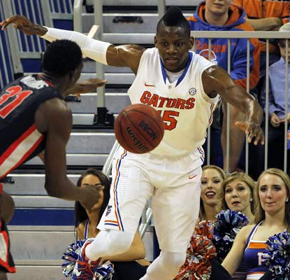 Will Yeguete (12 points) and the Gators break a school record for consecutive home victories with 25.  (USATSI)