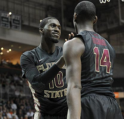 Okaro White (left), Robert Gilchrist and the Seminoles will held to Virginia on Saturday with a three-game winning streak.  (USATSI)