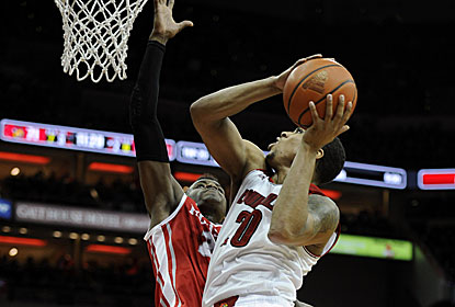 Wayne Blackshear, in his first game this season as a reserve, scores a career-high 23, including five 3s. (USATSI)