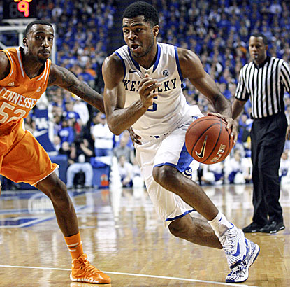 Andrew Harrison, who scores a season-high 26 points for Kentucky, drives past Tennessee's Jordan McRae. (USATSI)