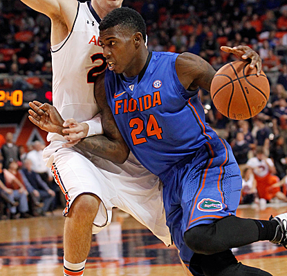 Casey Prather returns from a badly bruised knee in style, scoring 16 of his 21 points in the first half.  (USATSI)