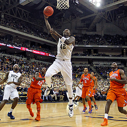 Pitt's Talib Zanna goes up for two of his 22 points in the Panthers' 33-point win over Clemson. (USATSI)