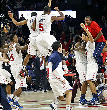 Richmond players celebrate following the Spiders' three-point win over No. 13 Massachusetts. (USATSI)