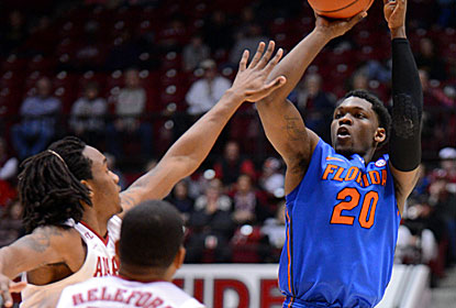 Michael Frazier buries five 3-pointers to help the Gators match last season's longest win streak at 10 games. (USATSI)
