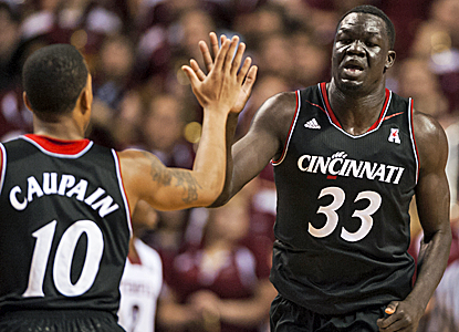 David Nyrasuk and the No. 15 Bearcats almost let a 19-point lead slip away but are able to hold on. (USATSI)