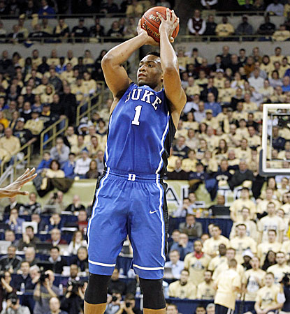Duke's Jabari Parker sets up to knock down a pair of his 21 points in the Blue Devils' win over Pitt. (USATSI)
