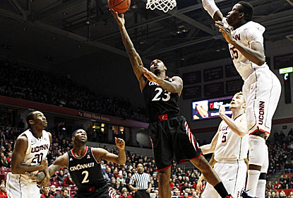 Sean Kilpatrick (No. 23) leads the way with 26 points for Cincy, which trails most of the game before closing it out with FTs. (USATSI)
