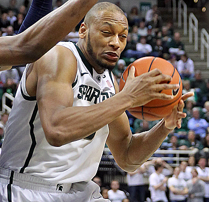 Adreian Payne returns from a sprained foot to score 12 points, and the Spartans keep pace in the Big Ten.  (USATSI)
