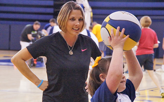 Buzz Williams' wife, Corey, works with Kelly Lyons during the Buzz's Bunch camp. (Provided by Robbin Lyons)