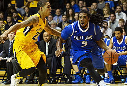 Jordair Jett scores 19 of his 25 points in the second half, counting the game winner, as Saint Louis ups its record win streak. (USATSI)