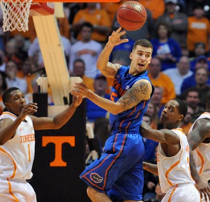 Scottie Wilbekin helps Florida continue its winning streak with 21 points and six assists against the Vols.  (USATSI)