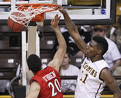 Wyoming's Derek Cooke Jr. dunks over San Diego State's JJ O'Brien during the second half.  (USATSI)