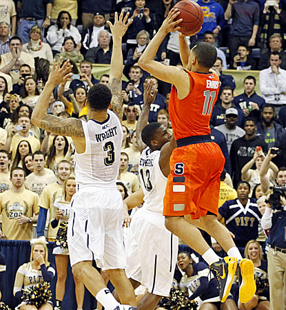 Syracuse's Tyler Ennis pulls up to hit a 3-pointer at the buzzer to knock off rival Pitt and remain unbeaten. (USATSI)