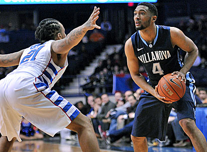 Darrun Hilliard (right) scores 22 points as sixth-ranked Villanova beats DePaul in Rosement. (USATSI)
