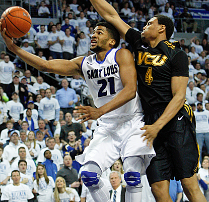 Dwayne Evans drives to the bucket during No. 12 Saint Louis' win over VCU, the Billikens' 17th straight.  (USATSI)