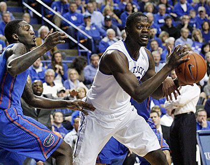 Julius Randle scores 13 points for Kentucky, which loses at home to Florida for the first time since 2007. (USATSI)