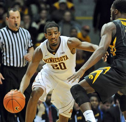 Austin Hollins has the hot hand for the Gophers, netting a career-high 27 points against the Hawkeyes.  (USATSI)