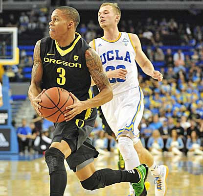 Joseph Young leads the way for the Ducks to deliver the Bruins just their second home loss in 17 games. (USATSI)