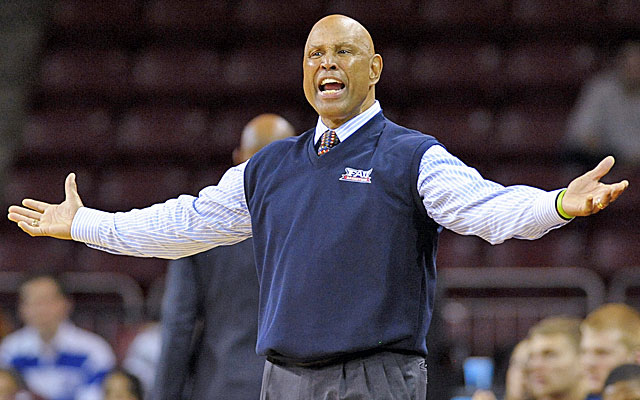 Mike Jarvis will step down at Florida Atlantic at the end of the season. (USATSI)