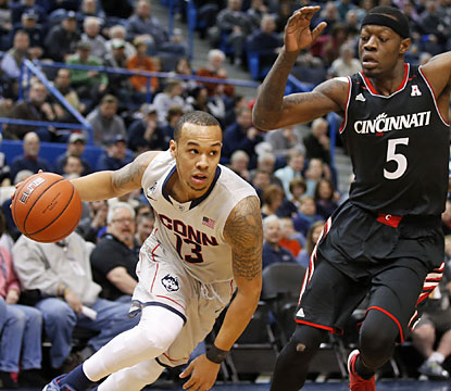 Shabazz Napier (18 points) leads the way for UConn, which wins despite going without a field goal in the final 7 1/2 minutes. (USATSI)