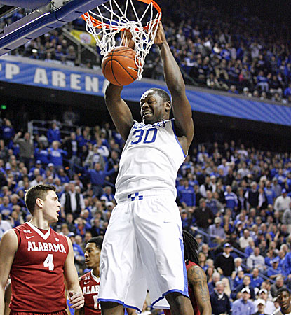 Julius Randle scores 12 points and grabs 11 rebounds in Kentucky's 55-48 win over Alabama. (USATSI)