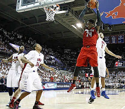 Louisville's Montrezl Harrell outjumps SMU's Nic Moore for a rebound during the Cardinals' win in Dallas. (USATSI)