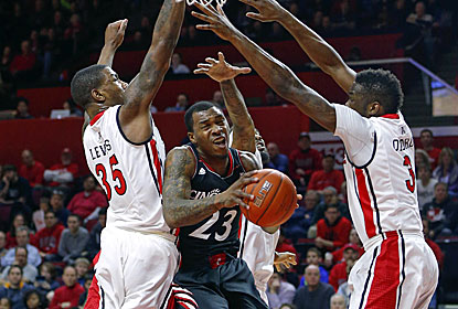 Making big plays down the stretch, Sean Kilpatrick scores 24 to help Cincy lock up at least a share of the AAC with L'ville. (USATSI)