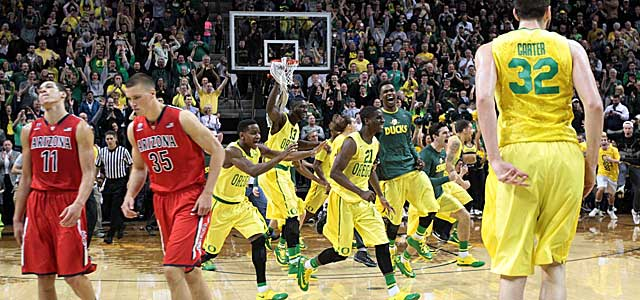 Aaron Gordon (11) and Kaleb Tarczewski leave the court in Eugene as the Ducks celebrate. (USATSI)
