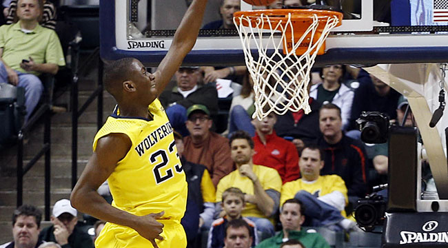 No. 1 hopeful Michigan hangs on vs. Illini