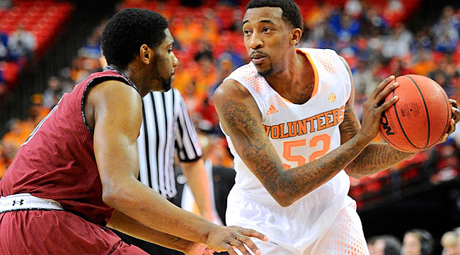 Follow LIVE: On bubble, Vols lead South Carolina