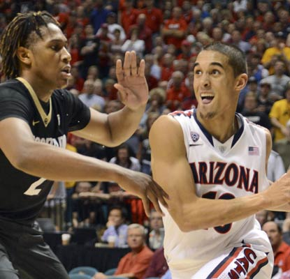 Nick Johnson chips in with 16 points to guide the Wildcats to the Pac-12 tournament championship game.  (USATSI)
