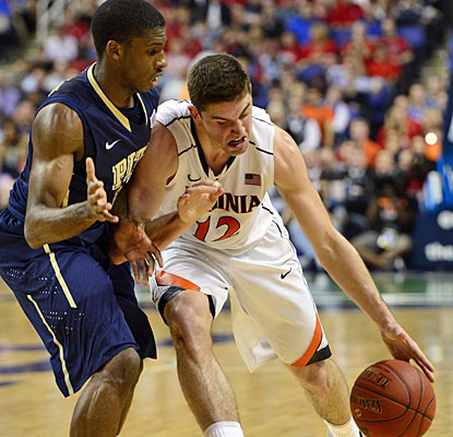 Joe Harris leads the Virginia offense with 12 points in a defensive struggle against Pittsburgh.  (USATSI)