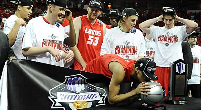 New Mexico's Kendall Williams kisses the MVP trophy after the Lobos win the MWC. (USATSI)