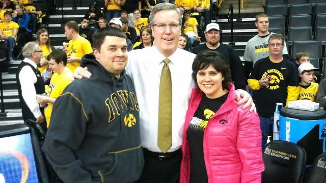 Fran McCaffery poses with Matt and Melissa Starmer earlier this season.